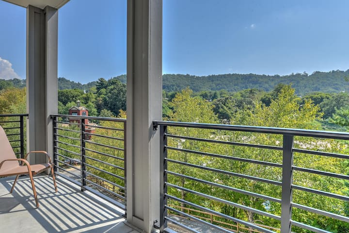 New luxury 2 bdr/2 bath condo located in the heart of downtown Asheville