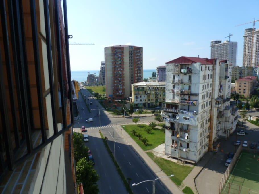 Вид с балкона в большой спальне.