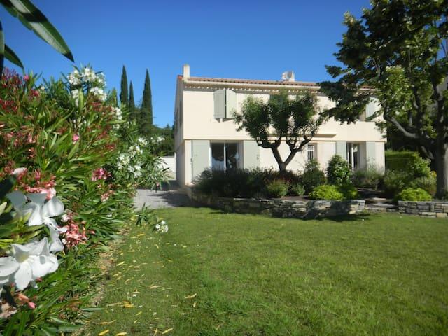 villa confortable à la campagne..  - Combas - House