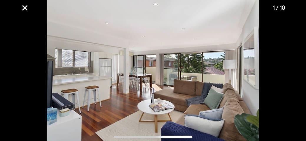 Light Apartment with Balcony near Rose Bay & Bondi