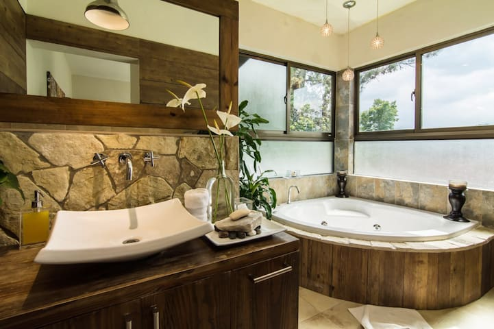 King Room w/Balcony & Large Soaking Tub - Jarabacoa - Villa