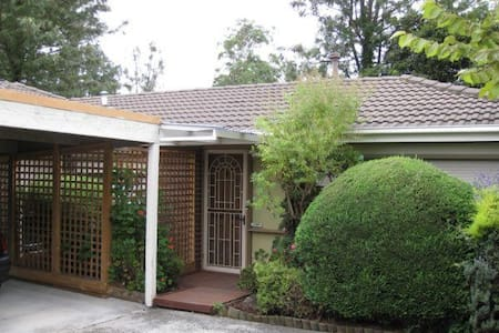 2 BEDROOM UNIT IN ASHWOOD/BURWOOD - Burwood - Huvila