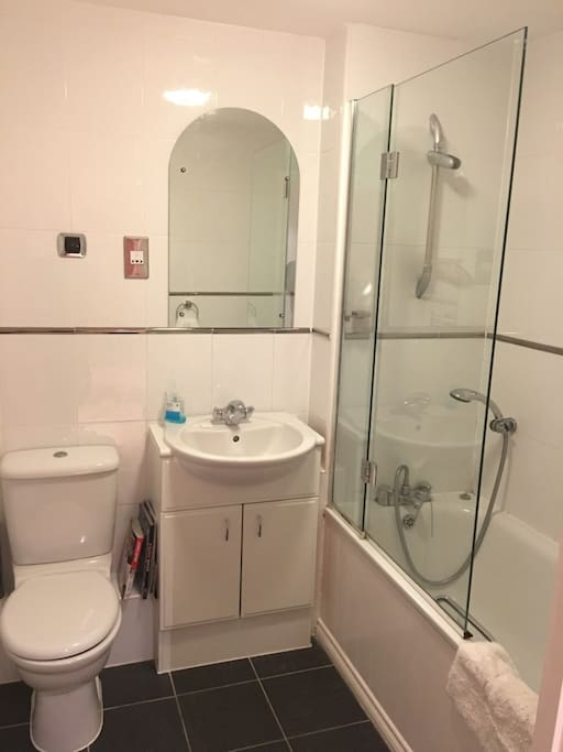 Exclusive use of modern clean bathroom with powerful shower