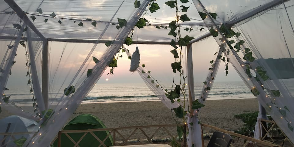 Freedom cafe - campsite on the beach