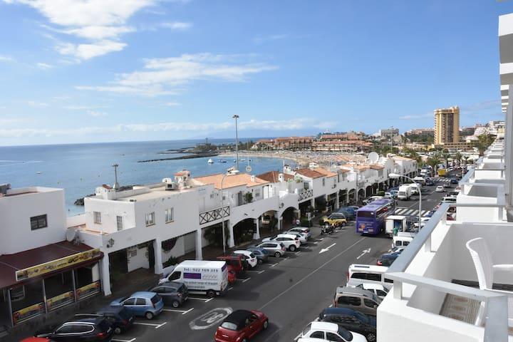 FACHADA  calle principal, PRIMERA LÍNEA PLAYA