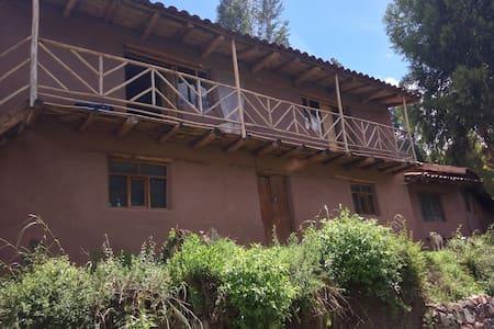 Sacred valley view house - Taray - Maan sisään rakennettu talo