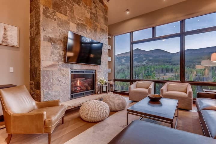 Gondola In/Out! In beautiful Shock Hill. VIEWS! Private hot tub. Modern luxury.