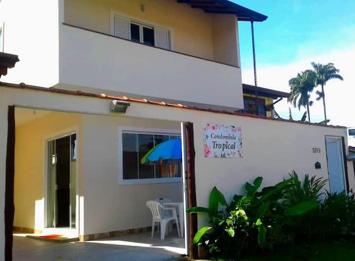 Casa Tropical Para-ti (2 suítes  a 400m da praia )