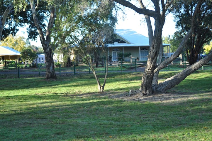 Strawbale house on the Werribee River. - Bacchus Marsh - House