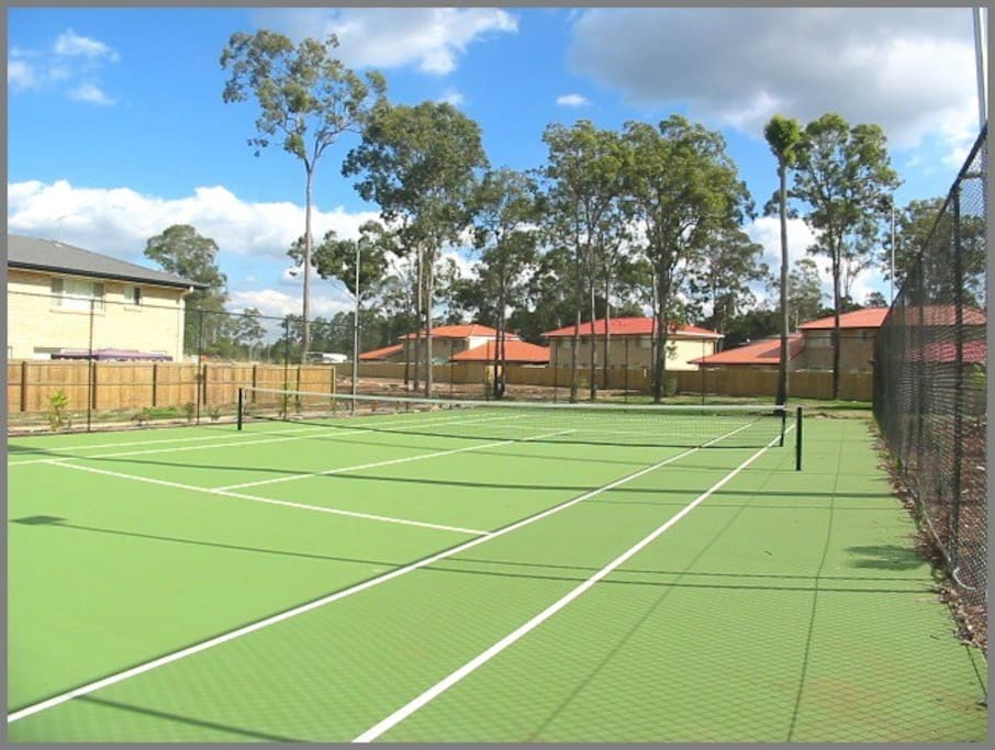 Coomon Tennis Court