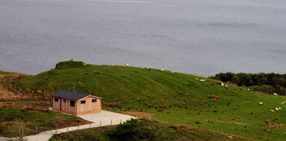 Beautiful lodge, great sea views - Isle of Skye - Mökki