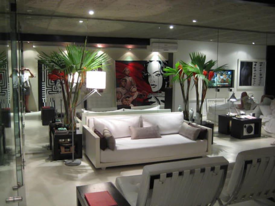 Agradable salón independiente con sofá cama para visitas