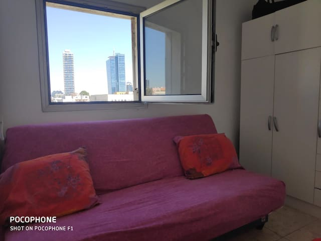 ROOM IN THE CENTER OF TEL AVIV WITH SEA VIEW