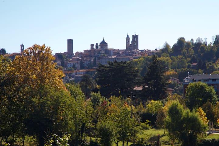 La vista su Città Alta in autunno - The old city view in the autumn