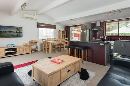 Awesome 4 bed Beach House - Papamoa