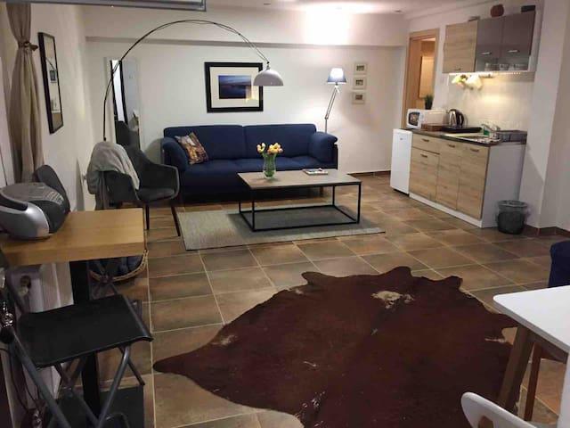 A6 Apartment