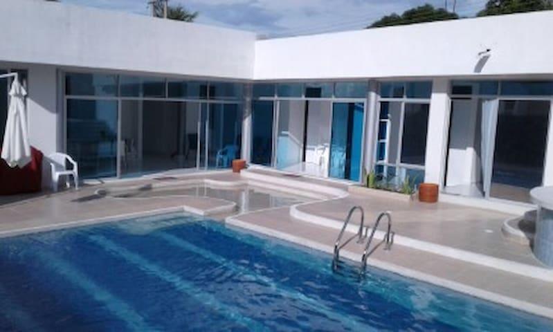 Hermosa casa con piscina privada y jacuzzi