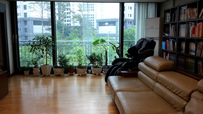 ★★ Large Room Low Budget in Gangnam