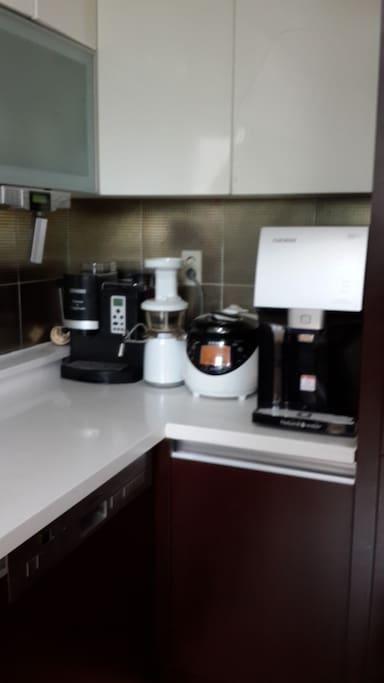 Kitchen (water purifier, juicer, coffee machine)