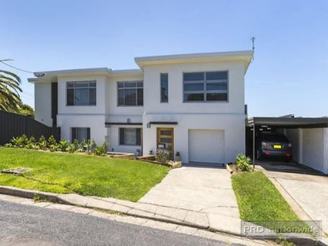 Beautiful home, Central Location - Kotara - Leilighet