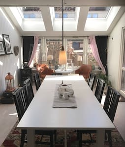 Three floor townhouse 20 minutes from Down Town - Danderyd - Townhouse