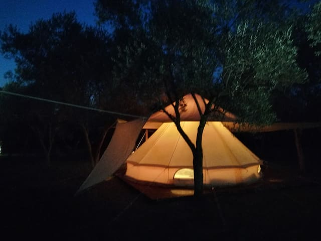 tenda glamping sotto le stelle