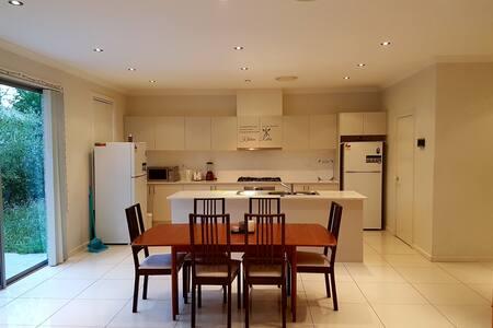 3. Private room close to Parramatta CBD - Wentworthville