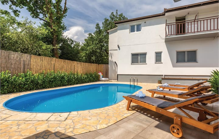 Beautiful home in Glavina Donja with WiFi and 2 Bedrooms