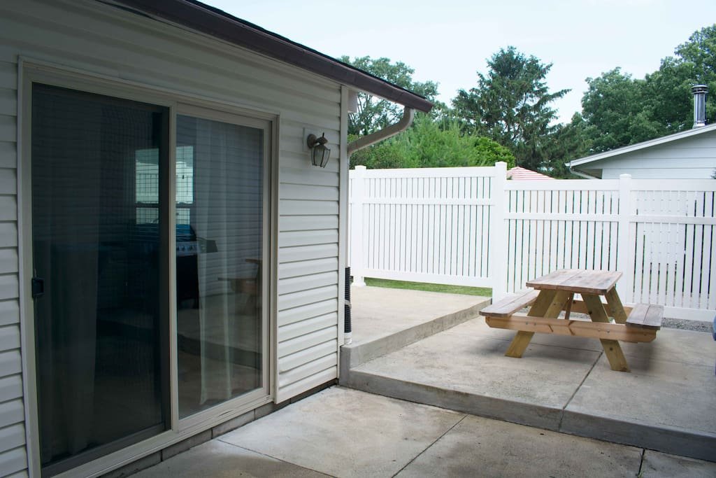 Back patio with picnic table and gas grill - propone provided