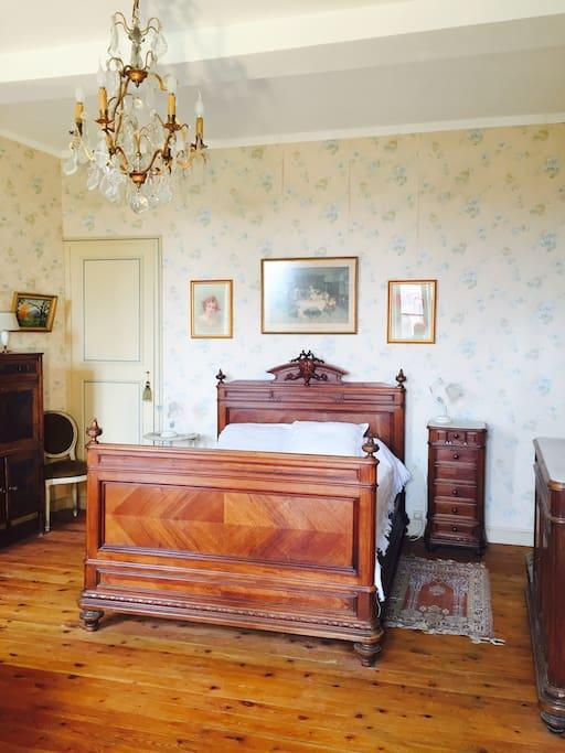 Chambres de caract re dans maison de ma tre case in for Chambre avec bain tourbillon montreal
