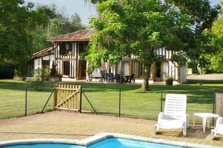 Charming house with huge garden - Trensacq