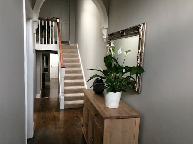 Cosy Victorian Cottage Close to City Centre
