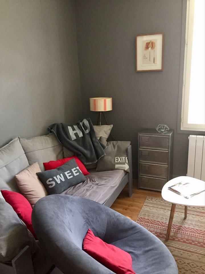 le salon, possibilité de couchage pour une personne
