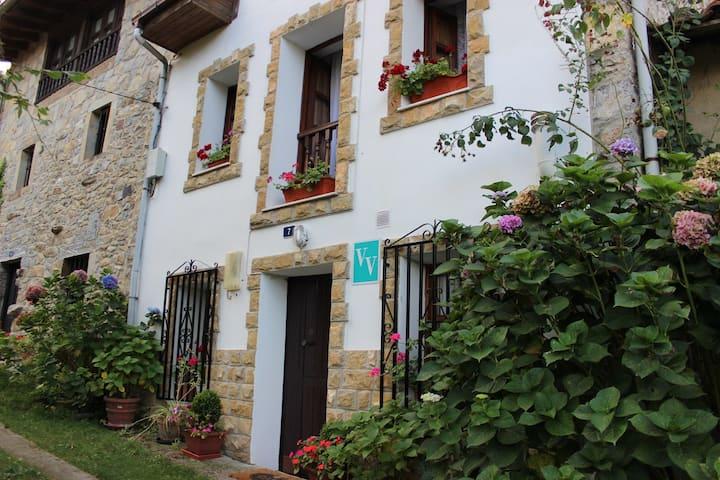 Casa Maxi. Peñamellera Baja, Asturias