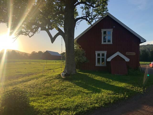 Bryggerhuset på gamle Sørstua Gård i Lågendalen