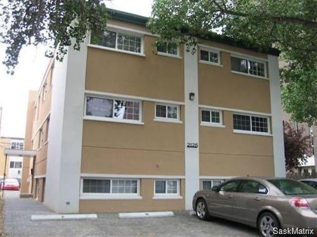 Downtown Regina, 1 bed condo, front door parking