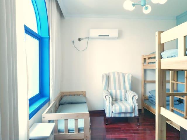 【肆友】气质小单里4人女生床位间,通透带窗空间,不同的女寝,岳麓山大学城山景房,地铁4号线,可聚会