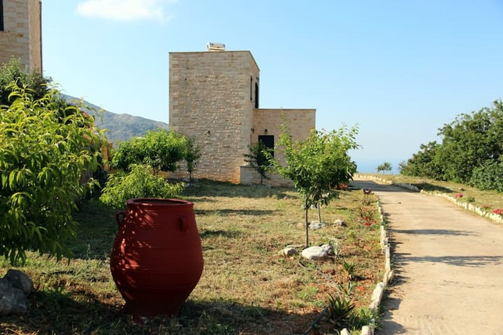 Eagle stone cottage III - Argiroupoli - House