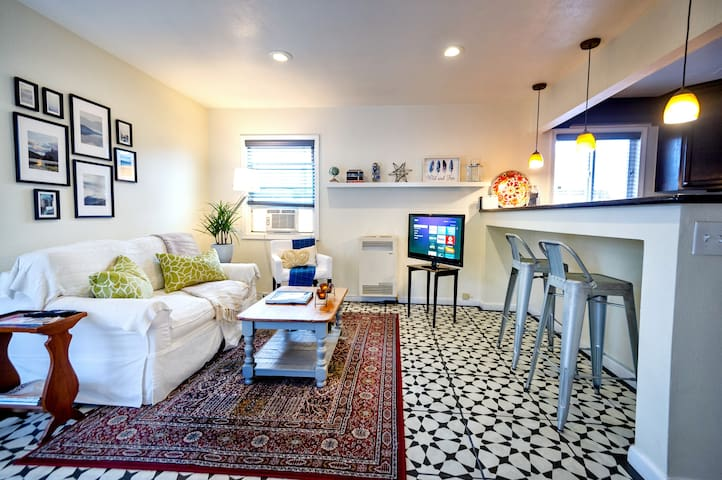 Remodeled Private Mid-Town Guest House Apt Updated