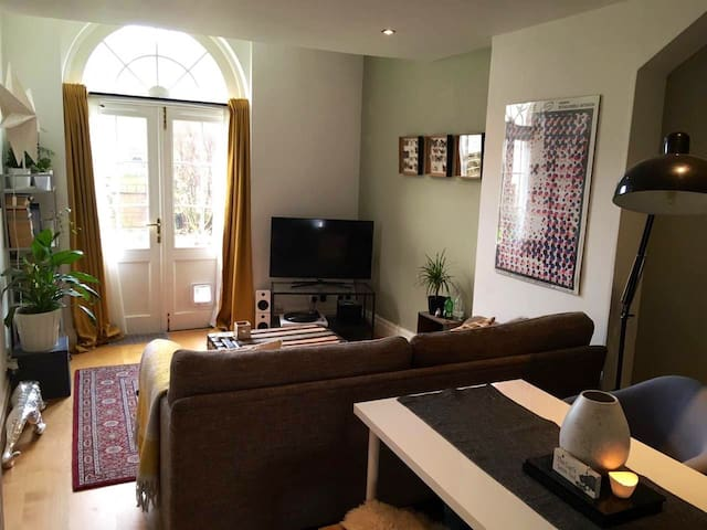 Private double room in a flat near Cabot Circus