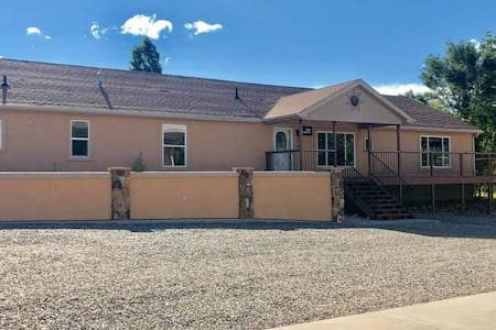 LARGE HOME W/ POOL, HOT TUB, FIRE PIT