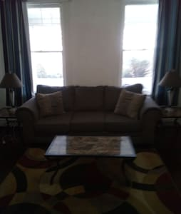 Spacious Room(s) in Arnold, PA 15068