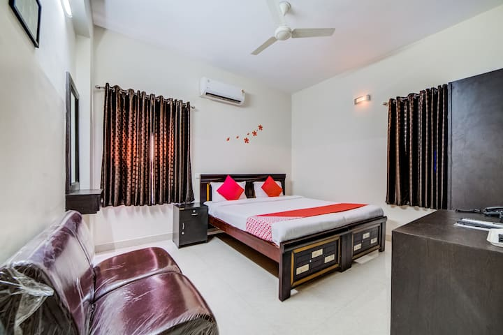 OYO Deluxe Classy 1BR Stay In Madhapur