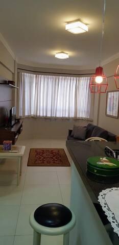 Flat com serviços e 45 m2 (apartamento inteiro)