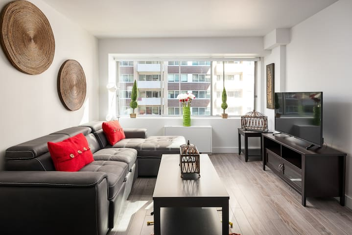 2 Bedroom Luxurious Downtown Montreal Condo