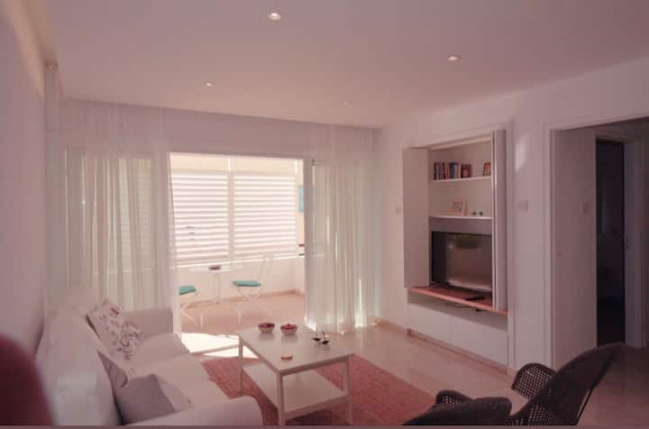Warm and beautiful flat (very close to the sea)