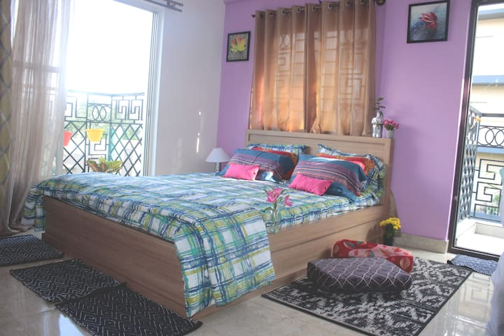 D3: Couples friendly master bedroom French balcony
