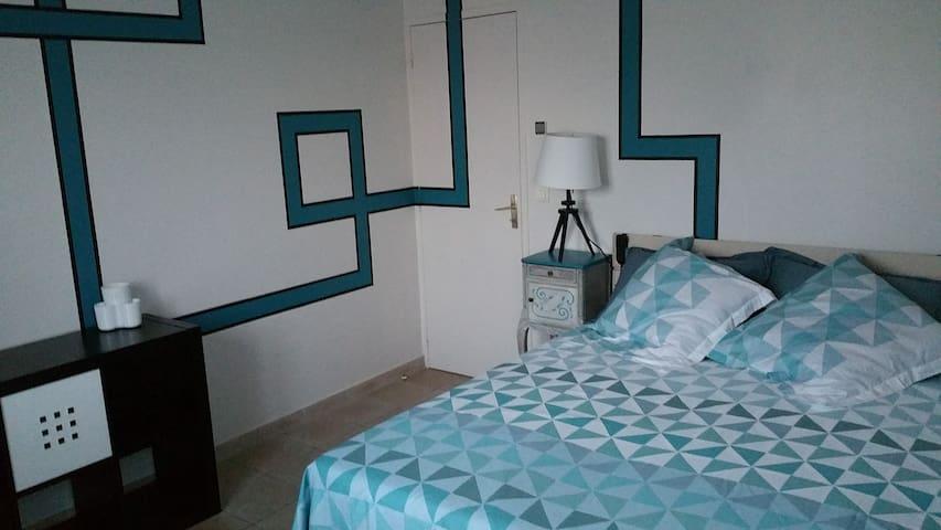 1 chambre  disponible  dans maison indépendante