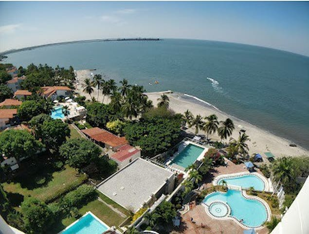 Apartamento con vista al mar y salida a playa