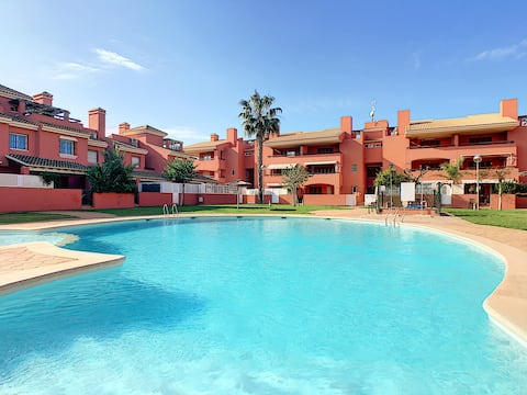 Penthouse, wifi, private roof terrace, BBQ, pool
